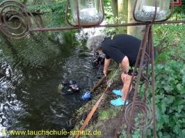 Wartungsarbeiten am Bootssteg von Andi und Ute vielen Dank an Christian, Holger und Thomas H.